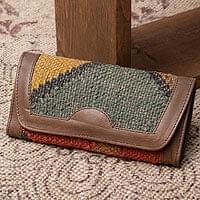 【一点物】伝統を紡いだ インドキリムの多収納!三つ折レザーウォレット