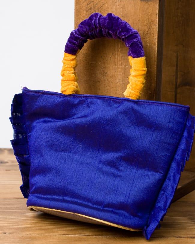インドのゴージャスハンドバッグ - ワンポイントペイズリー 3 - 裏面は無地でシンプルに。
