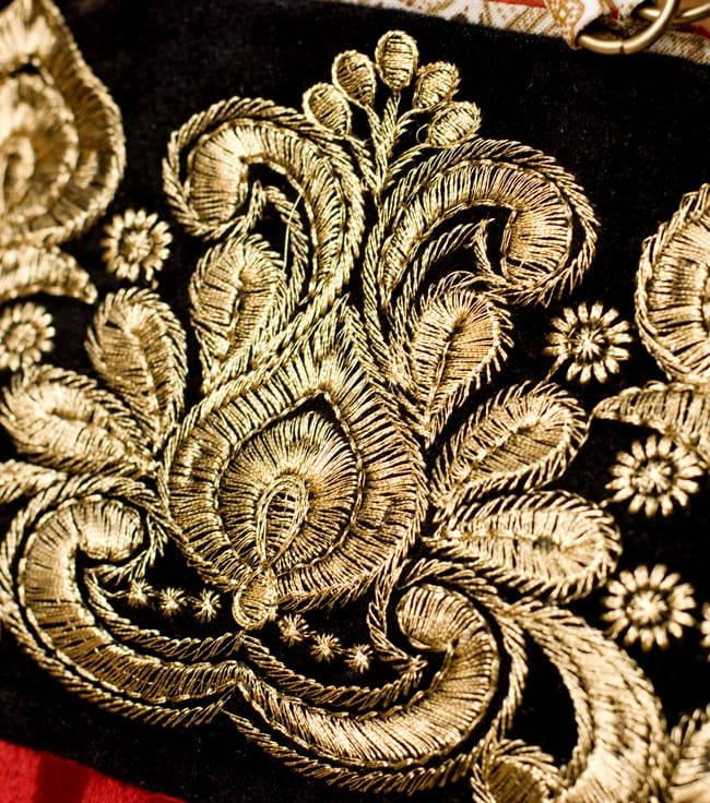 インドのゴージャスハンドバッグ - ブラック&ゴールドの写真2 - 柄の部分をアップにしてみました。