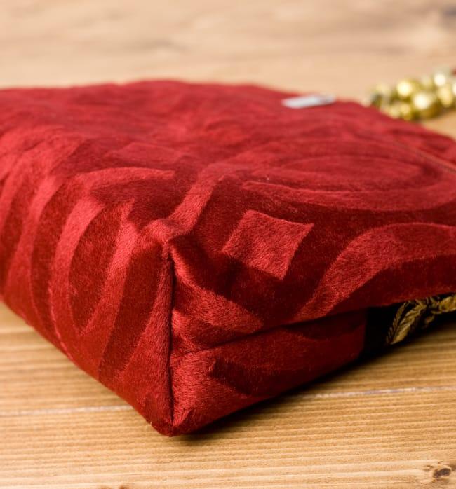 インドのゴージャスハンドバッグ - ブラック&ゴールドの写真4 - 横にしてみました。マチはしっかりあります。