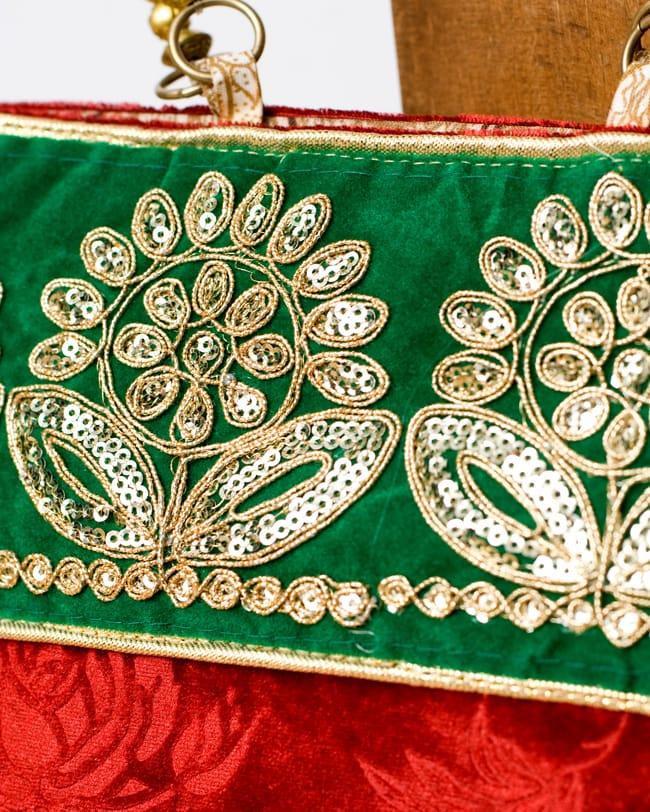 インドのゴージャスハンドバッグ - 緑地フラワー  2 - 柄の部分をアップにしてみました。