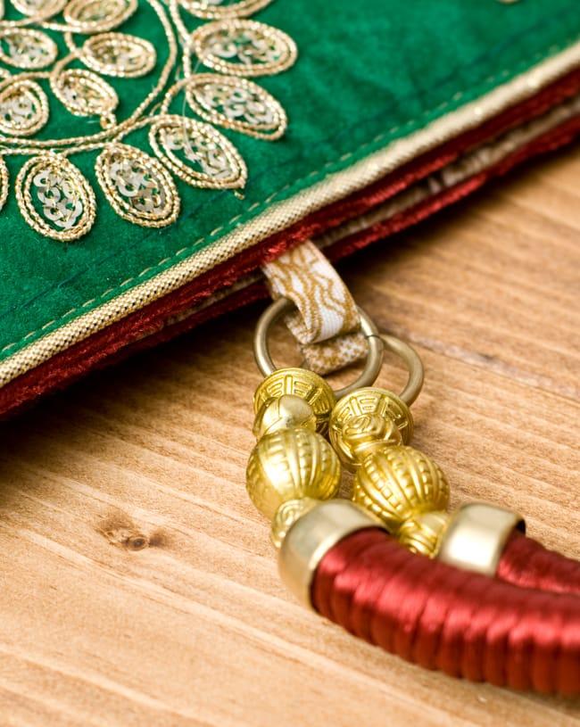 インドのゴージャスハンドバッグ - 緑地フラワー  5 - 持ち手の金具部分をアップにしてみました。ゴージャズな作りになっています。