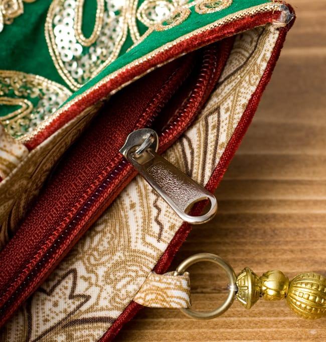 インドのゴージャスハンドバッグ - 緑地フラワー  6 - 開口部はジップなので、中が飛び出すこともなく安心です。