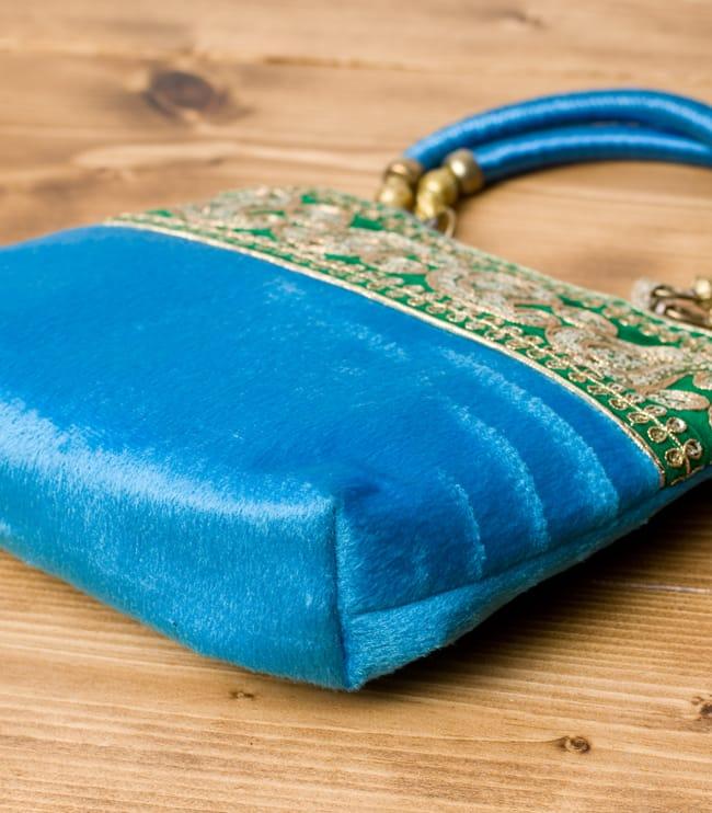 インドのゴージャスハンドバッグ - 緑地ペイズリー  4 - 横にしてみました。マチはしっかりあります。