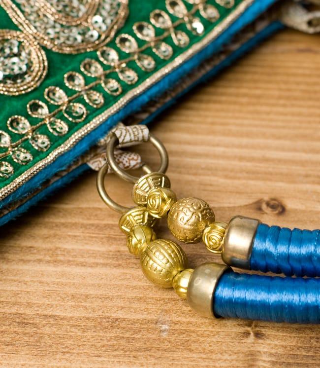 インドのゴージャスハンドバッグ - 緑地ペイズリー  5 - 持ち手の金具部分をアップにしてみました。ゴージャズな作りになっています。