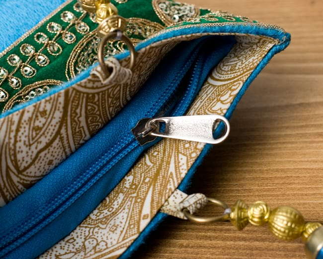 インドのゴージャスハンドバッグ - 緑地ペイズリー  6 - 開口部はジップなので、中が飛び出すこともなく安心です。