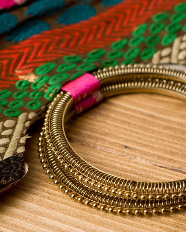 インドのゴージャスハンドバッグ - ペイズリー 5 - 持ち手の金具部分をアップにしてみました。ゴージャズな作りになっています。