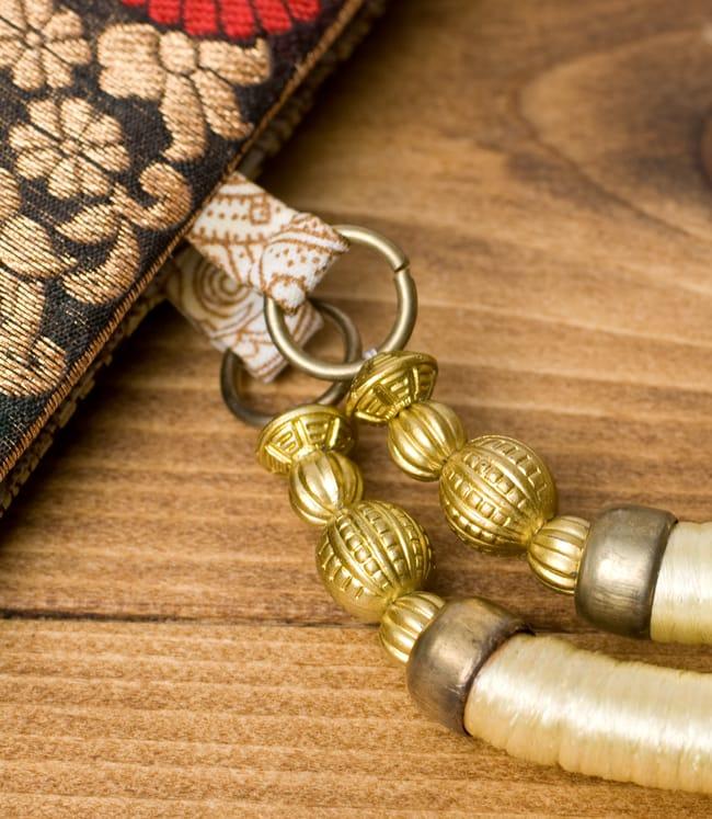 インドのゴージャスハンドバッグ - ゴールドペイズリー 5 - 持ち手の金具部分をアップにしてみました。ゴージャズな作りになっています。