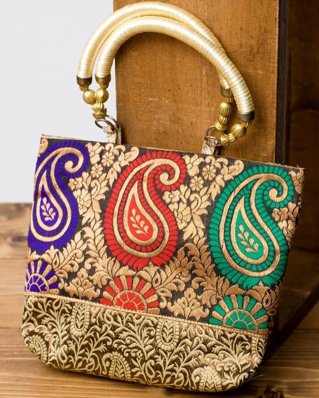 インドのゴージャスハンドバッグ - ゴールドペイズリーの写真
