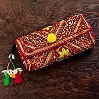 【1点物】カッチ刺繍のクラッチバッグ−ショルダー付き