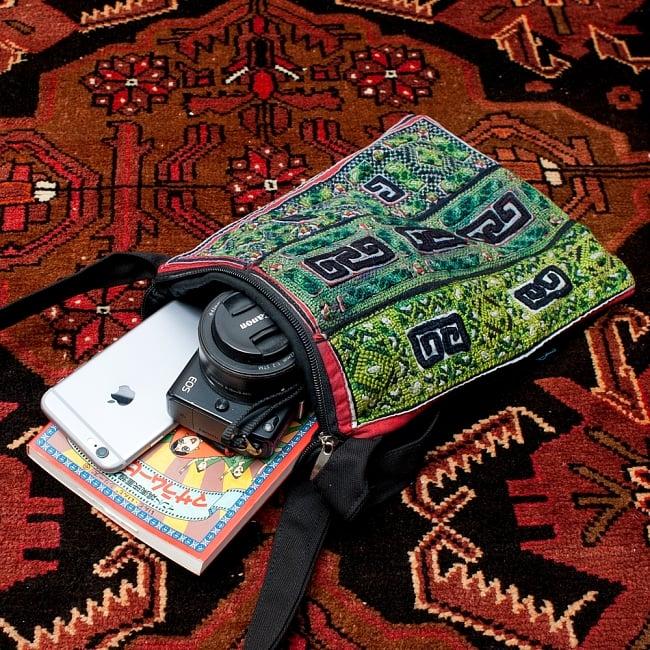 【一点物】モン族刺繍のスクエアショルダーバッグ 12 - 日常のちょっとした物を持ち歩くのに便利です