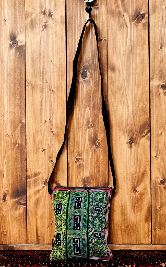 【一点物】モン族刺繍のスクエアショルダーバッグ 2 - 便利なショルダーバッグです