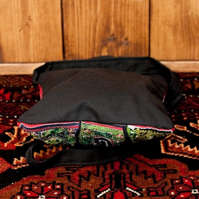 【一点物】モン族刺繍のスクエアショルダーバッグ 6 - 底面の写真です