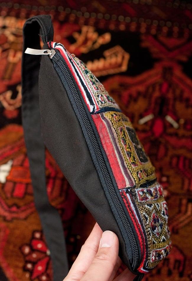 【一点物】モン族刺繍のスクエアショルダーバッグ 7 - 開口部はこのようにファスナーになっています