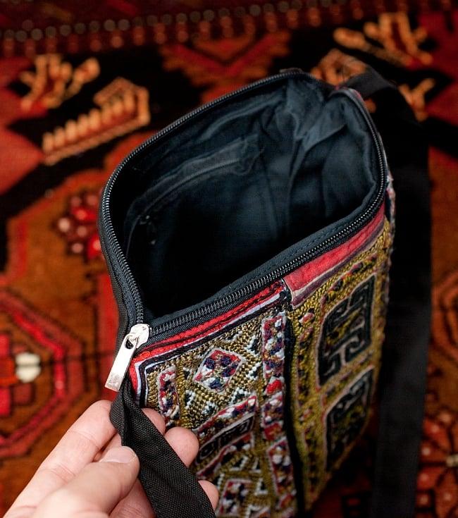 【一点物】モン族刺繍のスクエアショルダーバッグ 8 - 開いてみたところです
