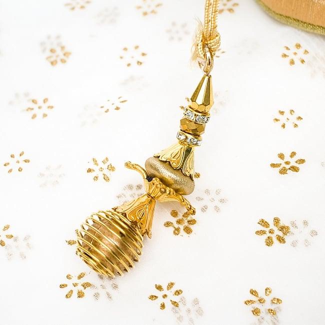 インドのきらきらミニバッグ  - ゴールド 5 - 紐にはとっても可愛い飾りが付いています!