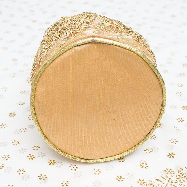 インドのきらきらミニバッグ  - ゴールド 7 - 底部分はこの様になっています!まんまるが可愛いです!
