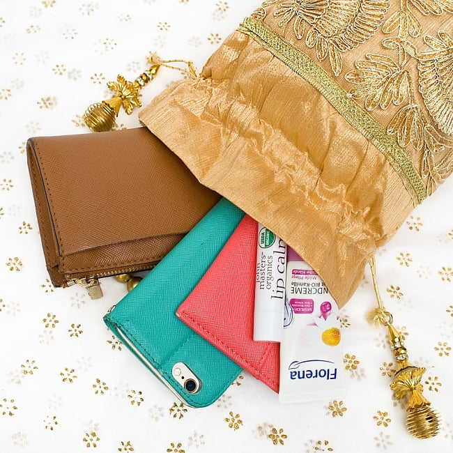 インドのきらきらミニバッグ  - ゴールド 9 - 小銭入れや携帯電話等すっぽり入る大きさです^^