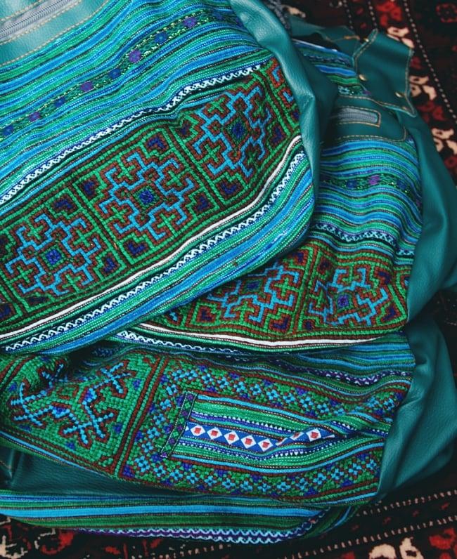 モン族刺繍とレザーのトートバッグの写真17 - 手作りの刺繍ものなので、ほとんど同じ雰囲気になりますが、それぞれ模様やパターンなど細かい点は異なっております。