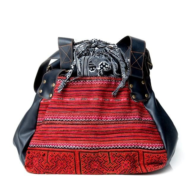 モン族刺繍とレザーのトートバッグの写真2 - 引き込まれるような美しい刺繍