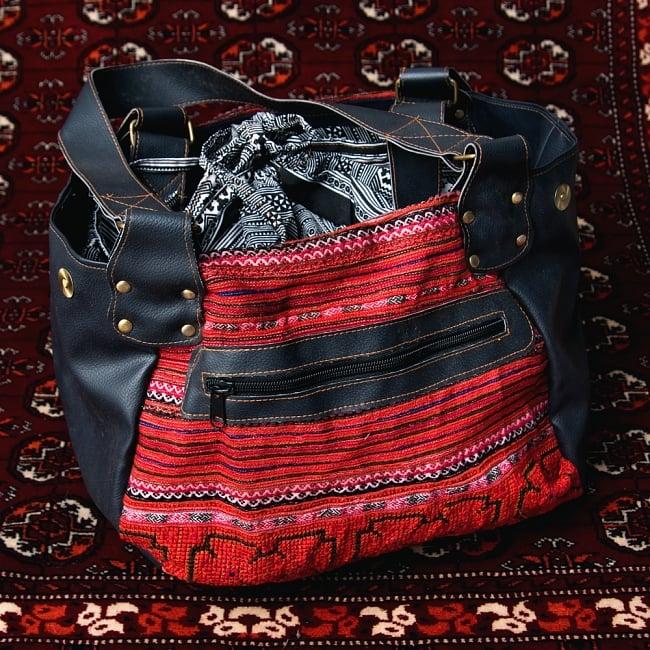 モン族刺繍とレザーのトートバッグの写真6 - ファスナー収納もついています
