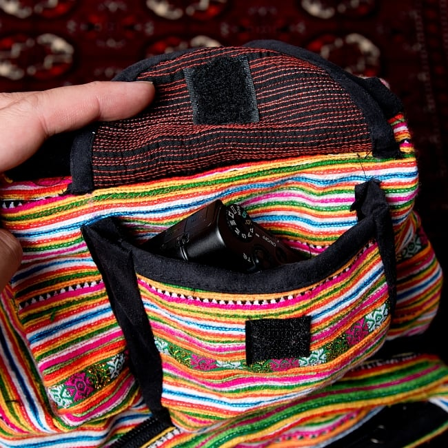 モン族刺繍 まんまる折りたたみ式2Wayトラベルバッグの写真11 - 小物は上部のところに入れておけます