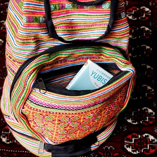 モン族刺繍 まんまる折りたたみ式2Wayトラベルバッグの写真12 - こちらにも収納があります