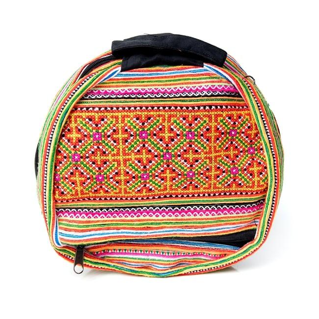 モン族刺繍 まんまる折りたたみ式2Wayトラベルバッグの写真3 - 収納するとこのような形に。