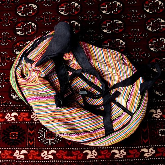 モン族刺繍 まんまる折りたたみ式2Wayトラベルバッグの写真6 - このようにバッグが出てきます