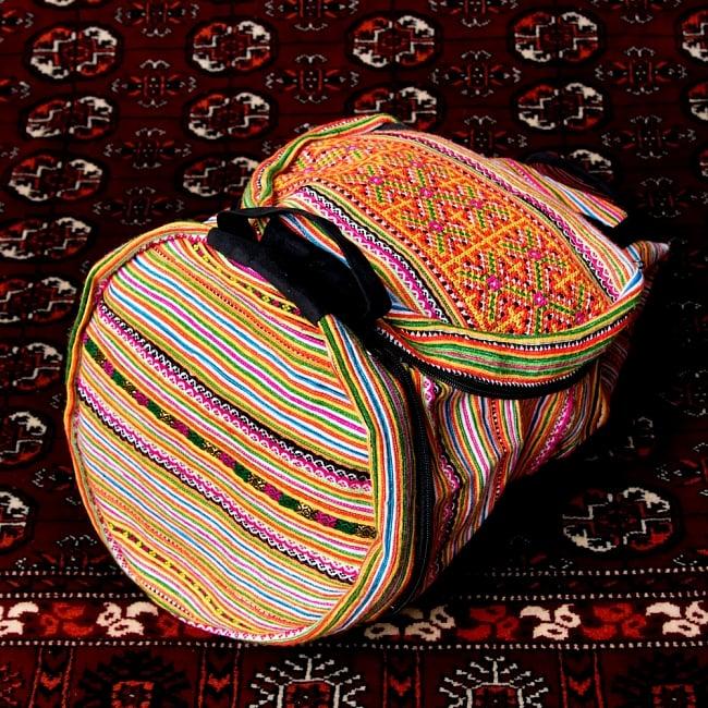 モン族刺繍 まんまる折りたたみ式2Wayトラベルバッグの写真8 - 円の部分は、バッグの前面とマチの部分になります。