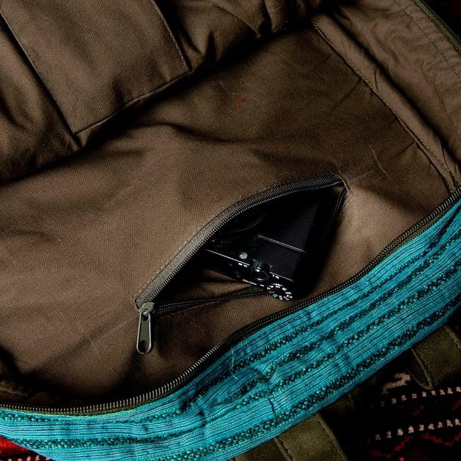 モン族刺繍のセンターファスナーパッチワークバッグパック 10 - 反対側にはファスナー式の小物入れ