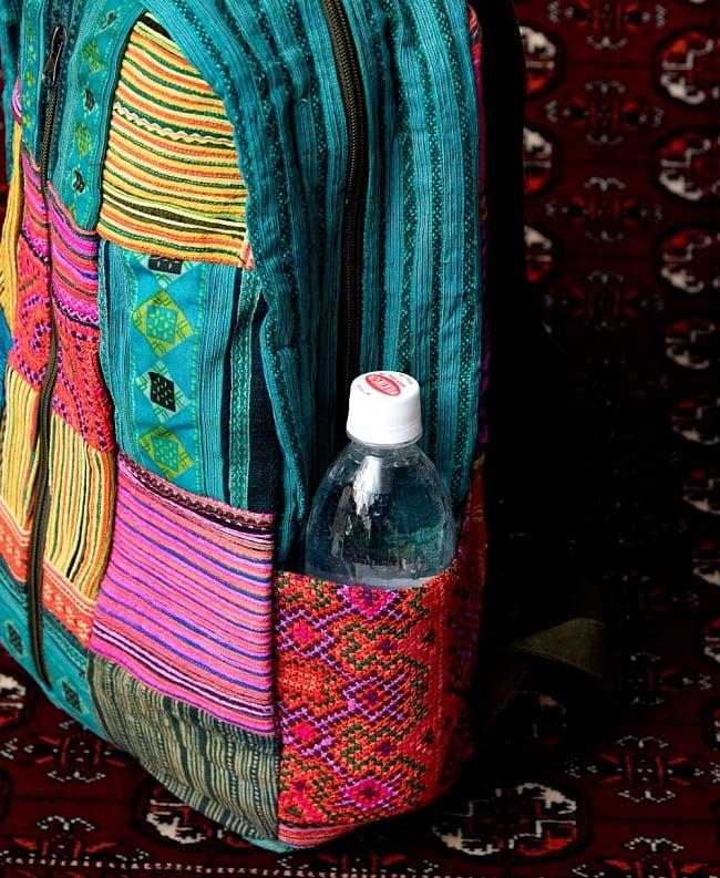 モン族刺繍のセンターファスナーパッチワークバッグパック 4 - サイドにはドリンクホルダー付き