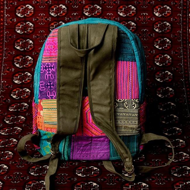 モン族刺繍のセンターファスナーパッチワークバッグパック 5 - 裏面の写真です