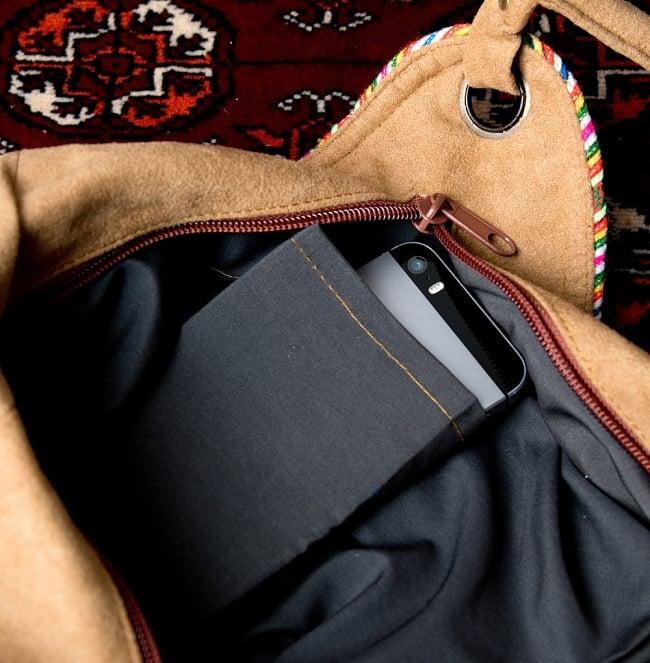 モン族刺繍とスウェード生地のトートバッグ 10 - 反対側にも小物入れがあります