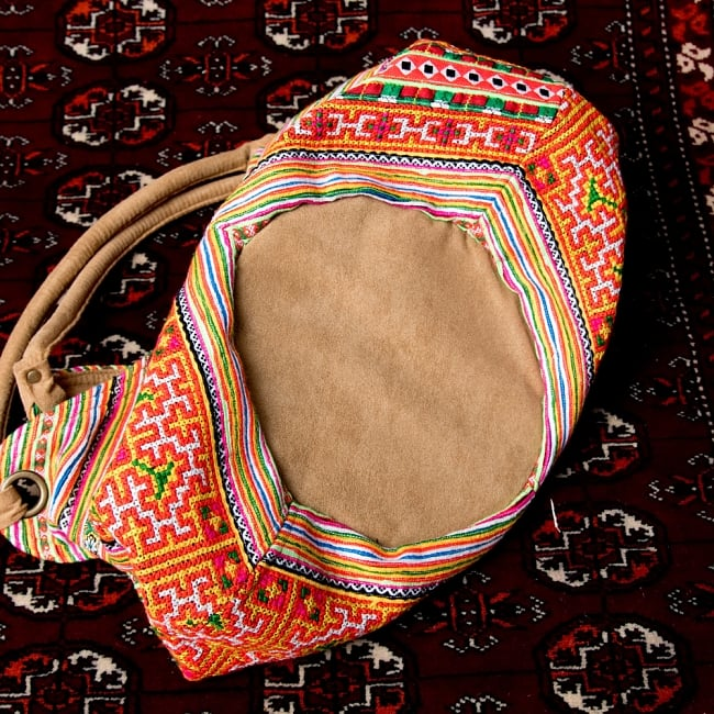 モン族刺繍とスウェード生地のトートバッグ 11 - マチもきちんとした作り