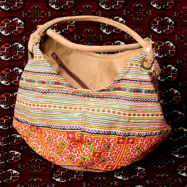 モン族刺繍とスウェード生地のトートバッグの写真12 - 【選択:A】黄色オレンジ虹色系