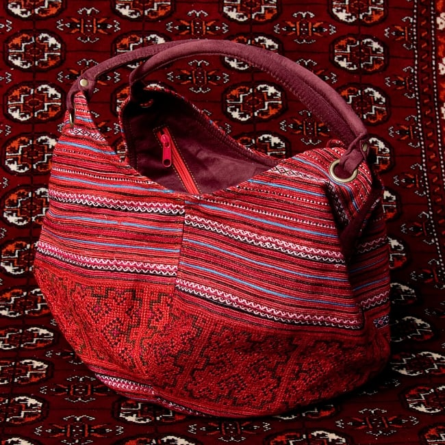 モン族刺繍とスウェード生地のトートバッグの写真13 - 【選択:B】赤系