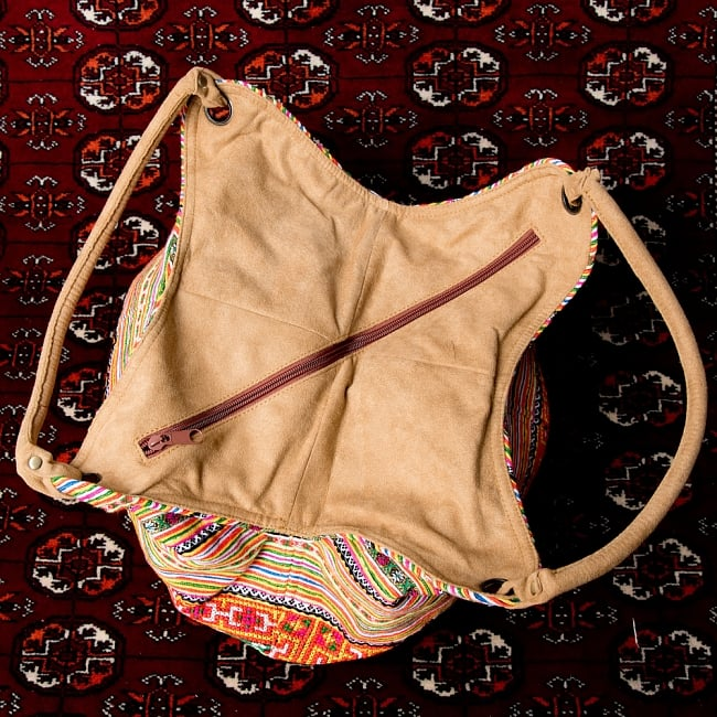 モン族刺繍とスウェード生地のトートバッグ 5 - 上部の写真です