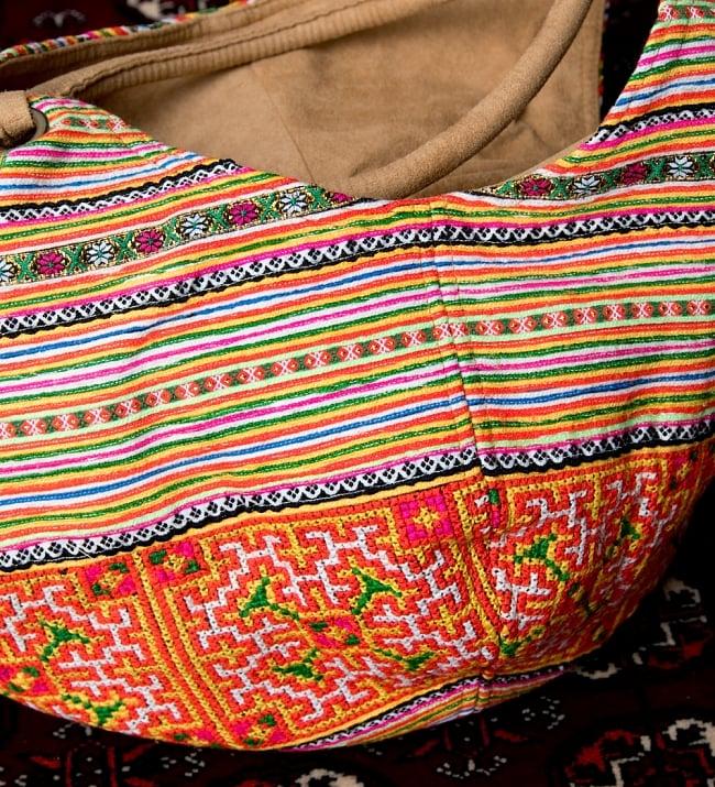 モン族刺繍とスウェード生地のトートバッグの写真7 - 刺繍が綺麗です