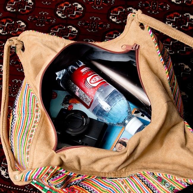 モン族刺繍とスウェード生地のトートバッグの写真8 - 収納も沢山入ります