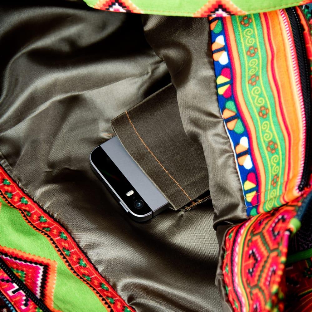 モン族刺繍のスクエア型パッチワークトートバッグ 11 - 内部にも小物入れが