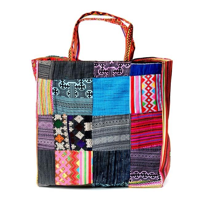モン族刺繍のスクエア型パッチワークトートバッグ 2 - 引き込まれるような美しい刺繍。