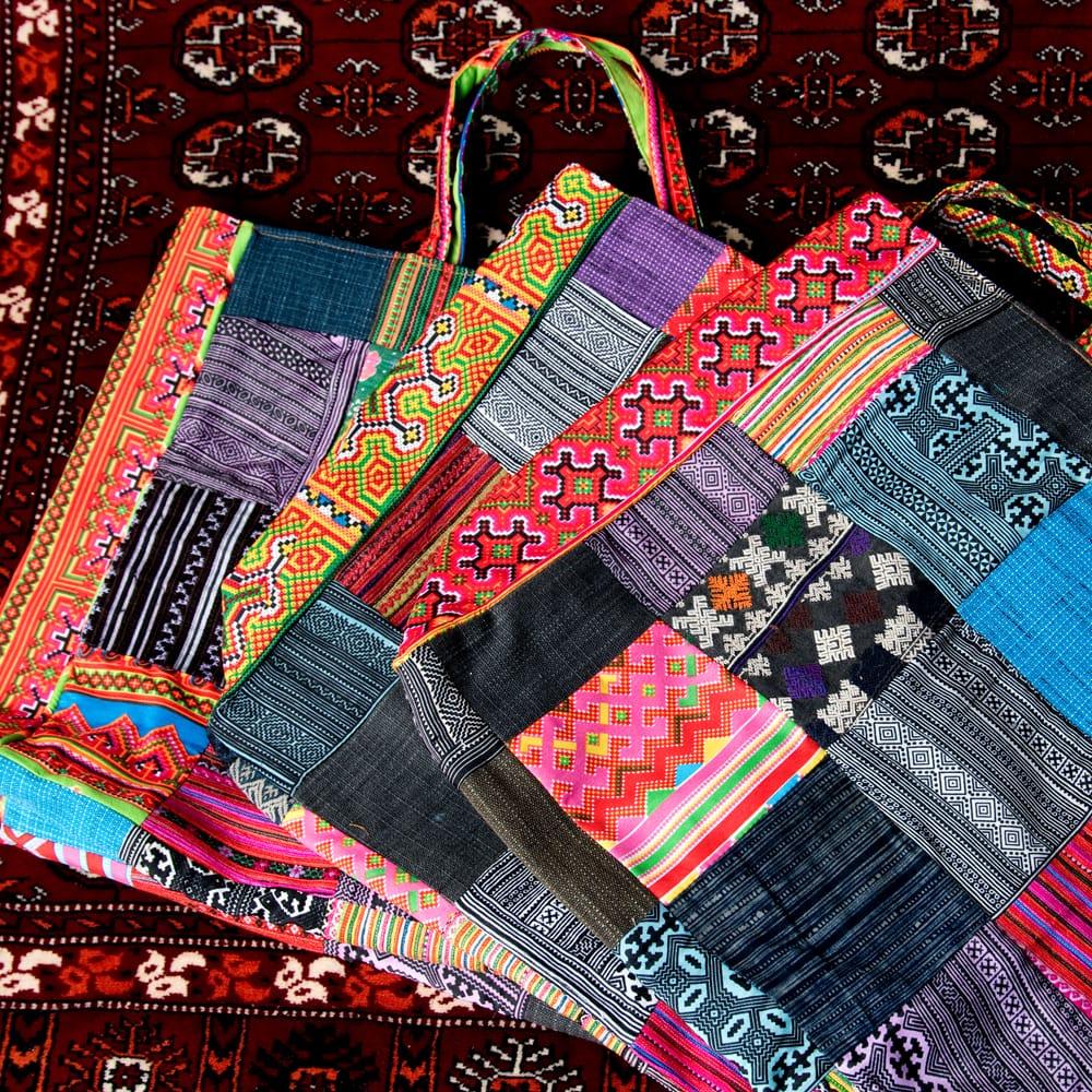 モン族刺繍のスクエア型パッチワークトートバッグ 3 - パッチワークなので、このように布の配置などは異なっております。