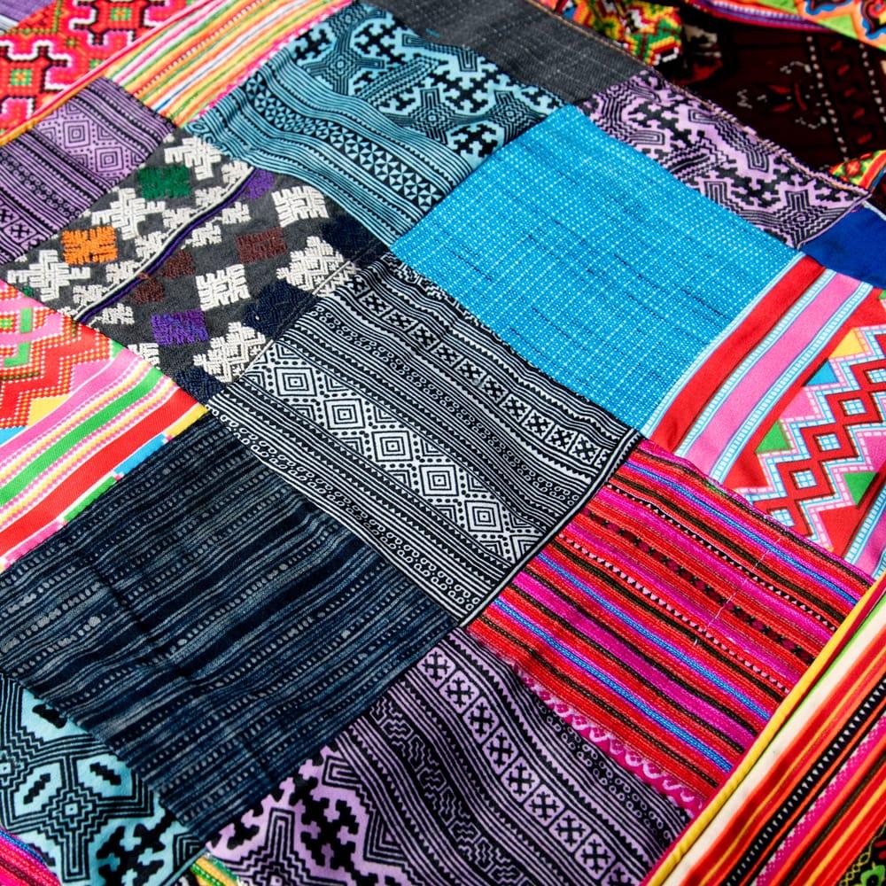 モン族刺繍のスクエア型パッチワークトートバッグ 4 - どちらも素敵な刺繍布が使われています