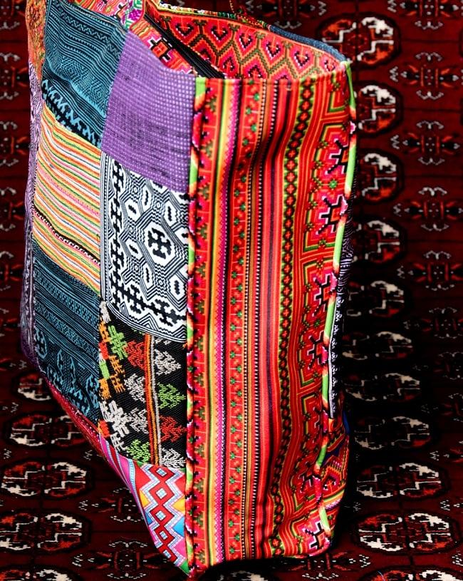 モン族刺繍のスクエア型パッチワークトートバッグ 6 - 横からの写真です