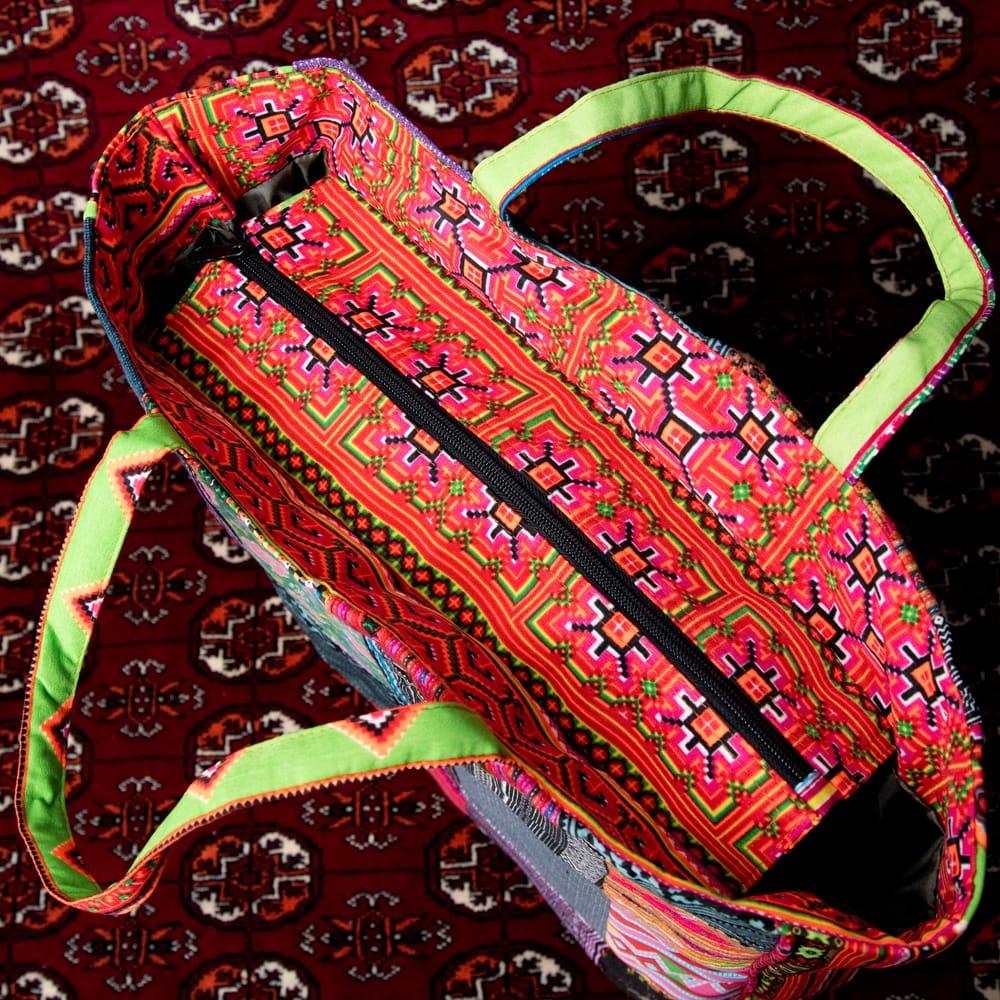 モン族刺繍のスクエア型パッチワークトートバッグ 8 - 上部からの写真です