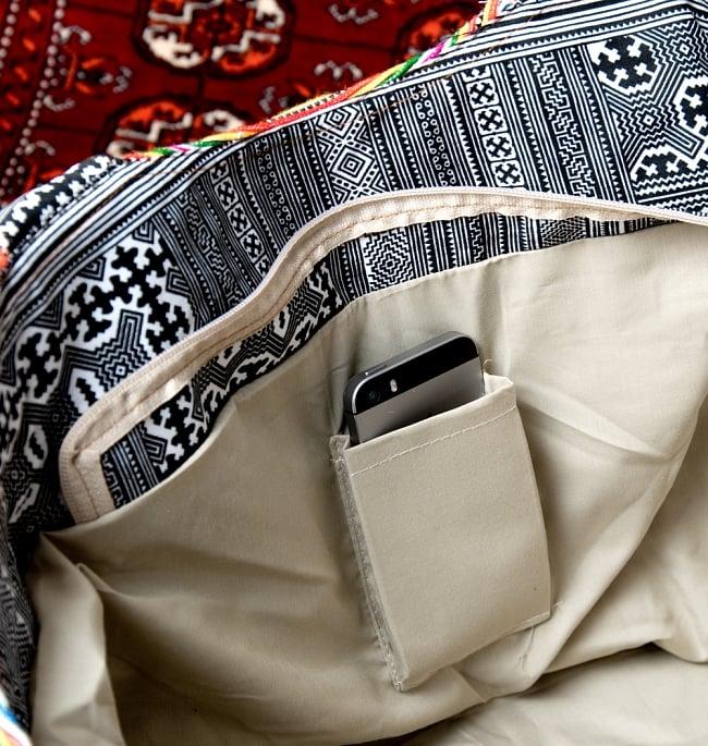 モン族刺繍の扇形トートバッグ 11 - 小物入れもあります