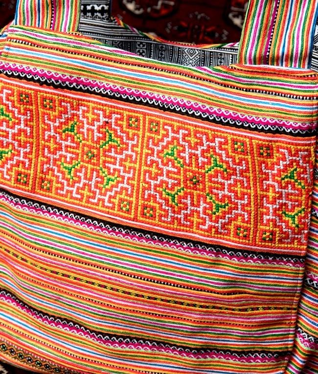 モン族刺繍の扇形トートバッグ 3 - 引き込まれるような美しい刺繍