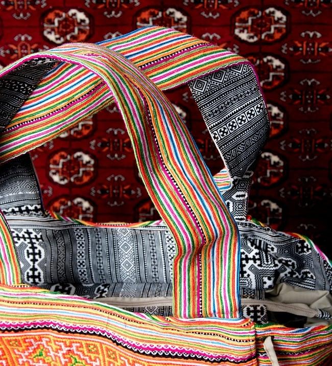 モン族刺繍の扇形トートバッグ 4 - 持ち手の写真です