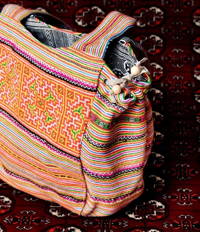 モン族刺繍の扇形トートバッグ 7 - 拡大写真です